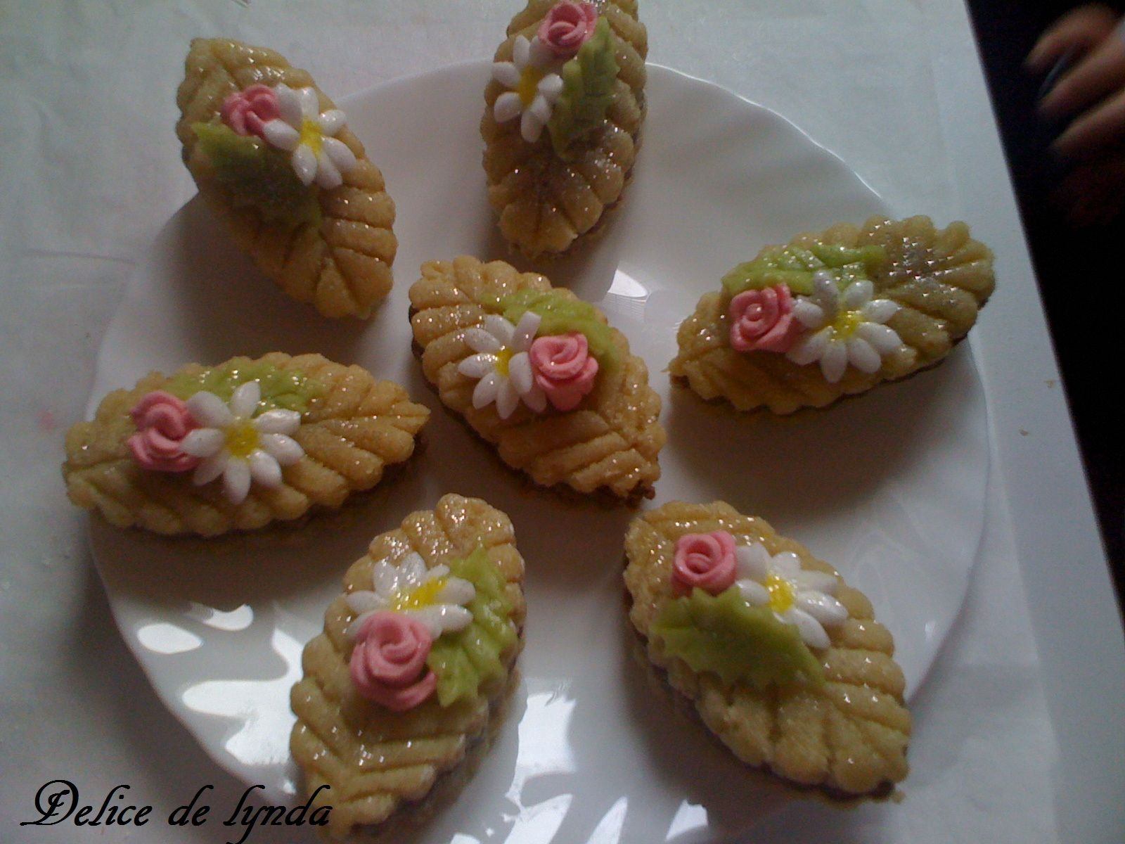 Kefta aux roses gateau algerien sans cuisson - Decoration gateau traditionnel algerien ...